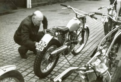 1970 - SSDT - Gorgie Market. Bob Paterson (SACU) examines Walther Luft's 169cc Puch. (W-30823 Vienna registration)