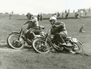 John gets a wheel ahead of George Shearer, both on MDS Greeves 250. Photo: Peggy Davies