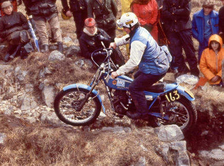 Ray Smith - (325 Bultaco) 1979 Scottish Six Days om Loch Eilde Path - © – Iain Lawrie, Kinlochleven.