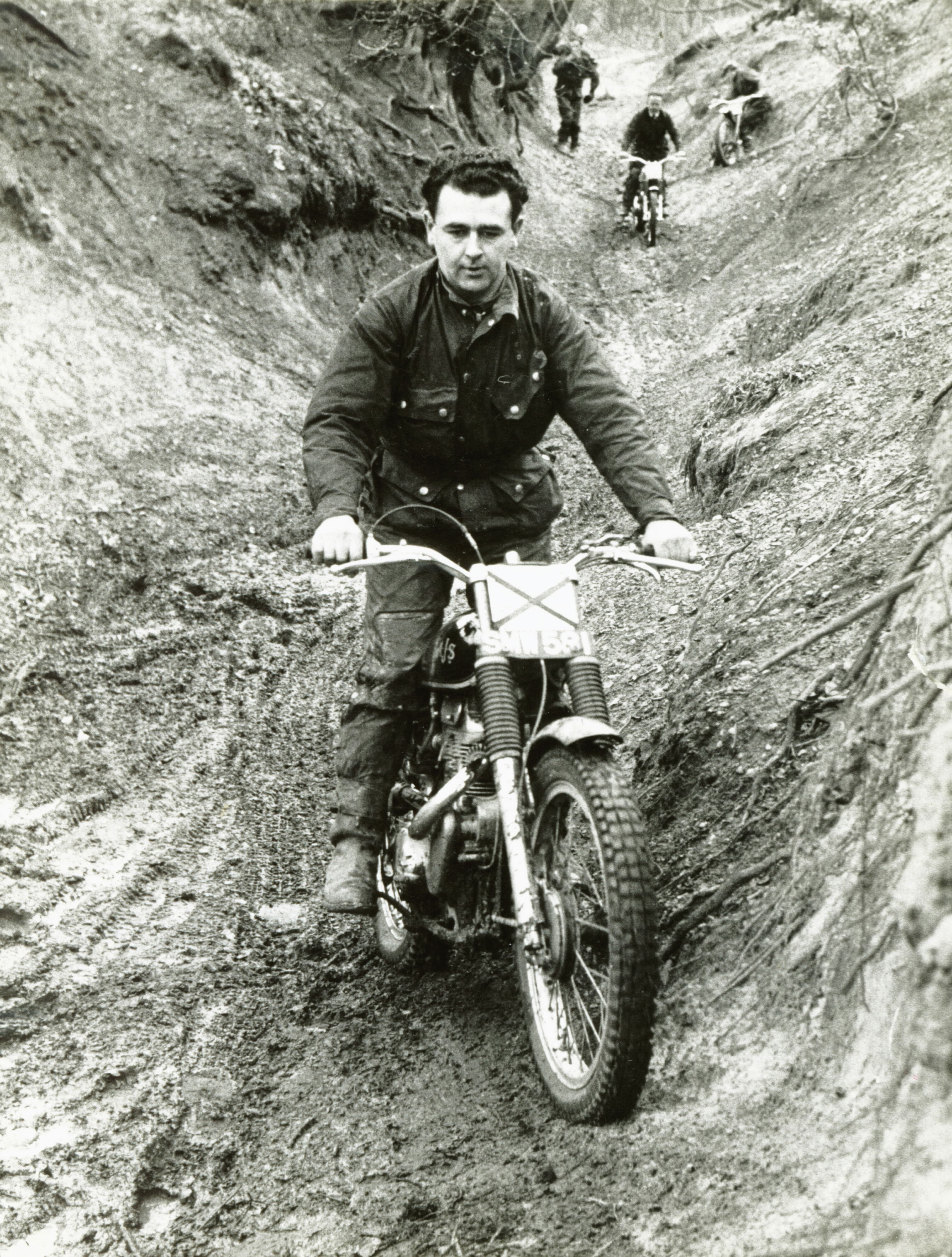 Sidcup 60 Trial - AJS - Bert Thorn in background