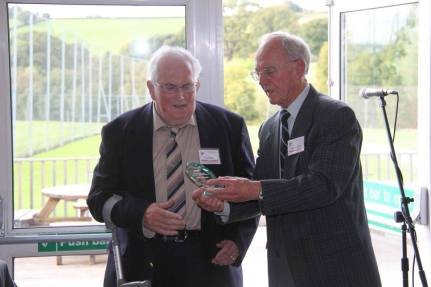 Derek Cheesbrough presents Ivan Pridham with the Olde Father Tyme award - Photo: Mike Naish