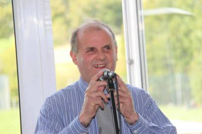 Mike Hann entertains - Photo: Mike Naish