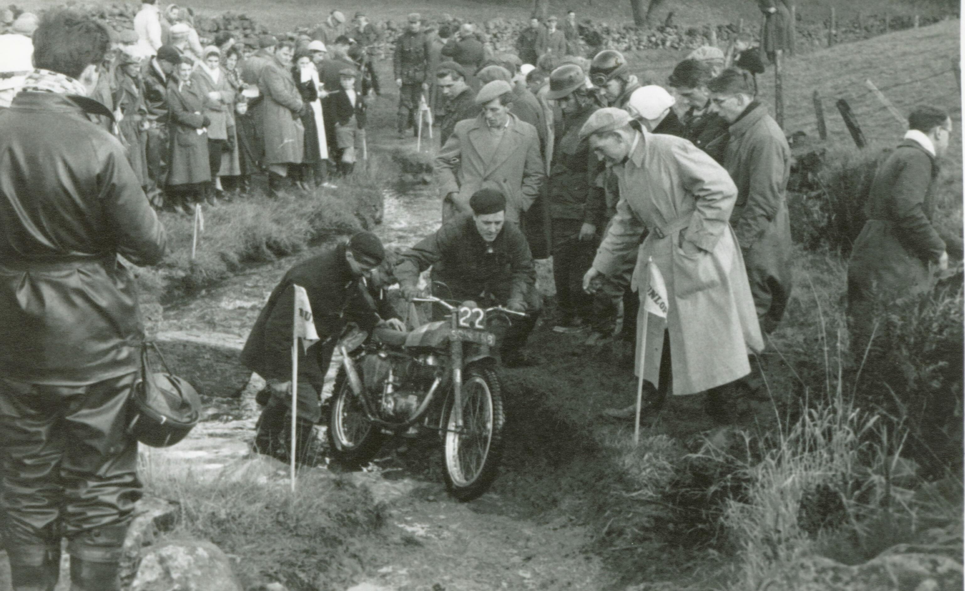 geoff-duke-ariel-colt-250-1957-scott-trial-washfold-splash-cw