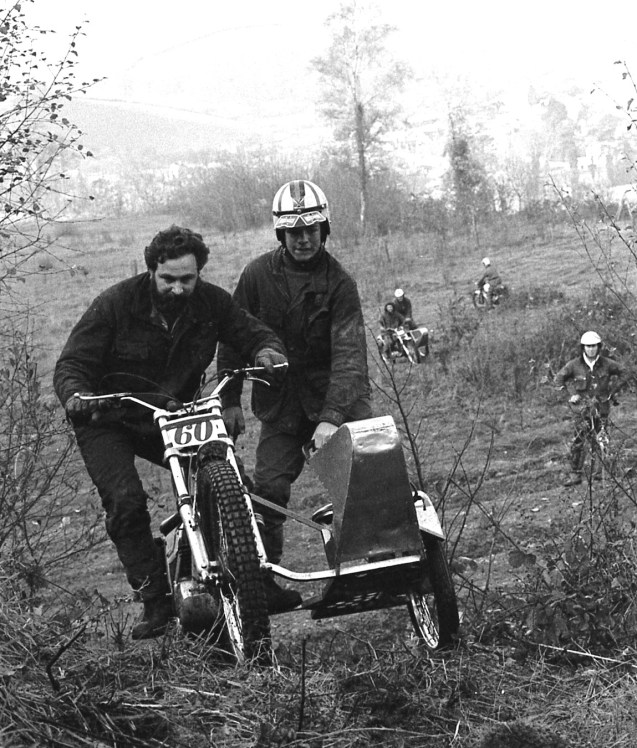 Unknown sidecar crew
