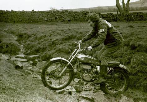 Barry Robinson on 325 Bultaco Model 133 - Photo Malcolm Rathmell
